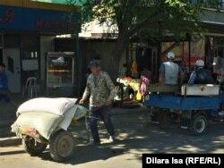 На рынке в Арыси.