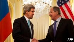 Sekretari amerikan John Kerry dhe ministri i jashtëm rus, Sergei Lavrov
