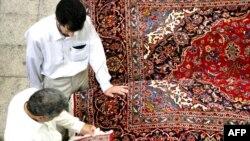 فرش به عنوان یکی از اقلام مهم صادراتی ایران، از ۱۰ سال پیش به این سو جذابیت اولیه خود را در بازارهای جهانی از دست داده است.