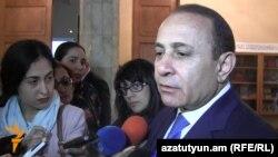 Премьер-министр Армении Овик Абрамян отвечает на вопросы журналистов, Ереван, 20 апреля 2016 г.
