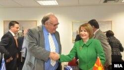 Средба на вицепремиерот Теута Арифи со нејзиниот грчки колега Теодорос Пангалос