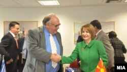 Средба на вицепремиерот Теута Арифи со нејзиниот грчки колега Теодорос Пангалос, Атина, 2012