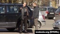 Павал Вінаградаў разам з адвакатам Вадзімам Мушынскім