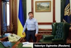 Володимир Зеленський у кабінеті президента України в будівлі на Банковій, 19 червня 2019 року