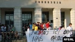 Protest pred Gimnazijom, Foto: Savo Prelević
