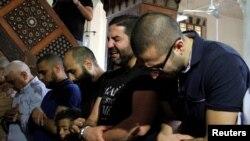 اعضای خانواده های قربانیان حادثه سقوط هواپیمای مصری