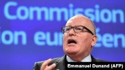 Вице-президент Еврокомиссии Франц Тиммерманс сообщает о начале действия статьи 7 Договора о ЕС в отношении Польши