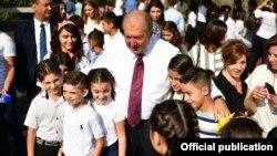 Նախագահ Արմեն Սարգսյանն իր նստավայրում ընդունել է դպրոցականներին, 1-ը սեպտեմբերի, 2018 թ․