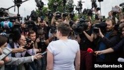 Надія Савченко в аеропорті Борисполя після повернення в Україну. 25 травня 2016 року