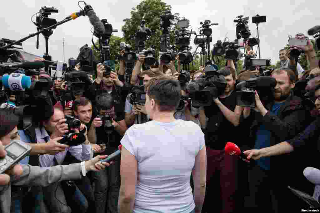 Перше спілкування Надії Савченко із журналістами після повернення до України. Київ, 25 травня 2016 року