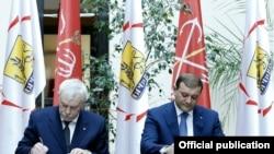 Тарон Маркарян (справа) и Георгий Полтавченко подписывают соглашение, Ереван, 30 апреля 2015 г․