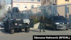 Босни - Сараевон кхелан хьалха лаьтта полици. Гайтаман сурт.