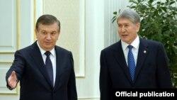 Президент Атамбаев 2016 йил декабрида Тошкентда президент Мирзиёев билан учрашган эди.