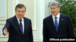 Алмазбек Атамбаев во время визита в Самарканд с президентом Узбекистана Шавкатом Мирзиеевым. 24 декабря 2016 года.