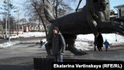 Акция у памятника бабру в Иркутске