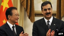 Chinese Premier Wen Jiabao, left, and his Pakistani counterpart Yousuf Raza Gilani during the premier's visit to the Pakistani capital.