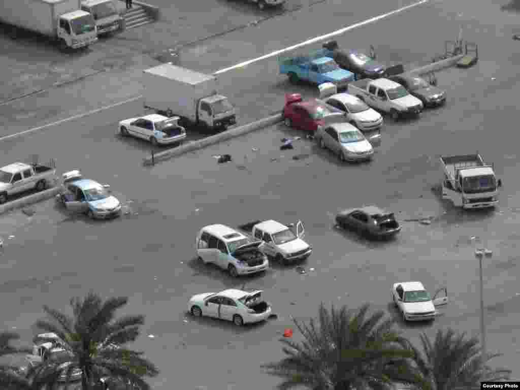 """Бахрейн. Ордо шаар Манаманын Бермет аянтынан көрүнүш. 9-сүрөт. 17.3.2011. Nick. - 2011-жылдын 17-мартында (бейшембиде) Бахрейн падышалыгынын коопсуздук күчтөрү Манама шаарынын көчөлөрүн жана аянттарын көзөмөлдөөсүн улантты. Алар шийи араптар басымдуулук кылган демонстранттарды 16-мартта күч менен таркаткан. Ишкер Ник """"Азаттыкка"""" жиберген сүрөттөрдөн. Манама ш., Бахрейн. 17.03.2011. № 9-сүрөт."""