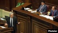 Armenia - Former Foreign Minister Vartan Oskanian addresses the National Assembly, Yerevan, 1Oct2012.