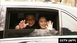 Ким Чен Ын с супругой во время визита в Пекин, 28 марта 2018 года