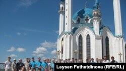 Фестивальдә катнашкан егетләр, 17 июль 2011 ел