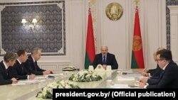 Belarus prezidenti Aleksandr Lukaşenka nebit ekspertleri bilen duşuşýar. 21-nji ýanwar, 2020