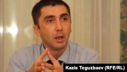 Гражданский активист Вадим Курамшин. Алматы, 10 августа 2011 года.