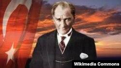 Мустафа Кемаль Ататюрк неожиданно стал символом борьбы против авторитаризма, хотя сам он правил железной рукой