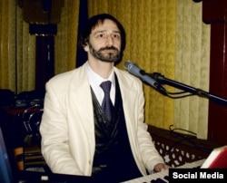 """""""Я всю жизнь зарабатывал на хлеб музыкой. Я пою, играю в ресторанах. Больше ничего делать не умею"""""""