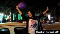 یکی از هواداران حسن روحانی در انتخابات ۹۶