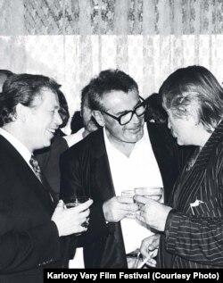 Вацлав Гавел, Милош Форман и актер Павел Ландовский, 1990