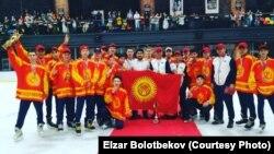 Кыргызстандын хоккей боюнча жаштар курама командасы Азия чакырыгынын кубогунда. Куала-Лумпур. Малайзия. 17-декабрь, 2017-жыл.