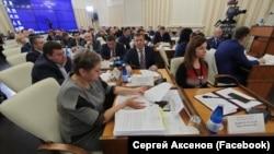 Ольга Дугаренко (слева) на заседании российского правительства Крыма, 10 декабря 2019 года
