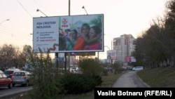 Panou electoral din 2014. Cheltuielile pentru mass-media şi afişajul stradal ocupă o felie importantă din bugetele formaţiunilor