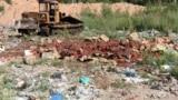 Архівне фото. Бульдозер знищує їжу біля села Гусино, Росія, 6 серпня 2015 року