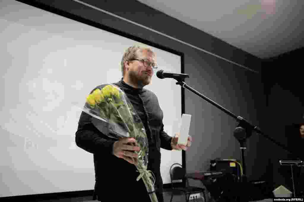Сёлета ўпершыню ўручалі ўзнагароду ў намінацыі «Выбар Алексіевіч». Нобэлеўская ляўрэатка абралаСяргея Календуі падаравала тэлефонiPhone Xr.