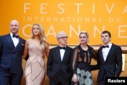 """Woody Allen """"Kübar həyat"""" filminin aktyorları ilə Kann festivalında."""