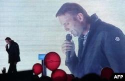 Из политической тени Алексей Навальный превращается в политика