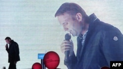 "Aleksei Navalny campaigns in Moscow. Can his ""network"" best the Kremlin's ""machine""?"