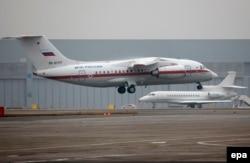 Самолет МЧС, доставлявший тела погибших в катастрофе в Санкт-Петербург, 6 ноября