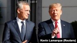 Генеральний секретар НАТО Єнс Столтенберґ (ліворуч) та президент США Дональд Трамп, Брюссель, 11 липня 2018 року