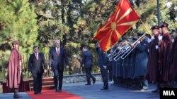 Српскиот претседател Борис Тадиќ во официјална посета на Македонија на покана на македонскиот претседател Ѓорге Иванов.