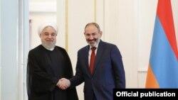 Нікол Пашинян (на фото: праворуч від президента Ірану Хасана Роугані), який підтримує тісні взаємини і з Тегераном, і з Вашингтоном, заперечив, що вітав Трампа з ліквідацією іранського генерала