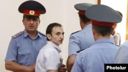 Ընդդիմադիր ակտիվիստ Տիգրան Առաքելյանը դատավճռի հրապարակումից հետո: