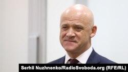 Інцидент стався 27 грудня після засідання суду, в рамках якого Труханова й інших посадових осіб обвинувачують у привласненні 185 мільйонів гривень з одеського міського бюджету