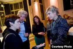 Натальля Каляда, кіраўнік нідэрляндзкага офісу Amnesty International Эдвард Назарскі і прынцэса Лярэнтын