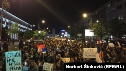 Протест в центре столицы Сербии против победы на президентских выборах премьер-министра Александра Вучича. Белград, 6 апреля 2017 года.