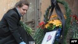 У могилы студента из Сенегали, убитого в России
