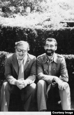 Doi buni prieteni: Augustin Buzura și Mircea Iorgulescu în anii 1975-77 (Foto prin bunăvoința Dnei Joana Vy)