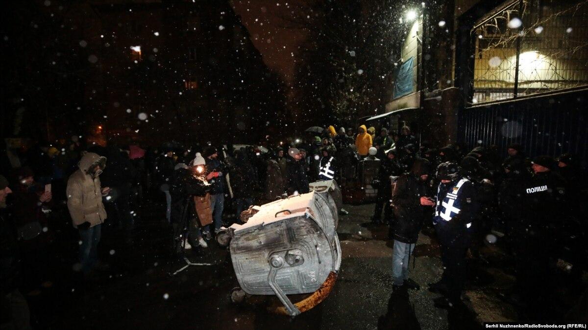 Освобождение ексберкутівців для обмена: активисты остаются возле Лукьяновского СИЗО