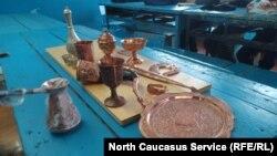 Посуда и украшения, работа учеников в Кубачи, Дагестан
